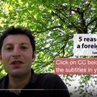 Video di Luca in 6 lingue con 5 ragioni per imparare una lingua