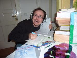 interview-du-clbre-polyglotte-et-voyageur-benny-lewis-benny-naimait-pas-les-cours-de-langue--lcole-apps-pour-apprendre-rapidement-l039anglais-l039espagnol-l039italien-l039allemand-et-le-portugais-sur-iphone-ipad-android--mosalingua