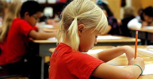 L'âge optimal pour apprendre une langue: 7 avantages que les adultes ont par rapport aux enfants Image