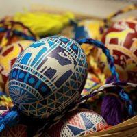 Traditions de Pâques dans des langues et des pays différents