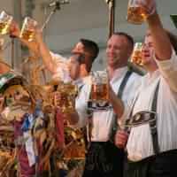 Bonjour, excusez-moi et merci beaucoup en allemand : 3 expressions utiles pour se débrouiller