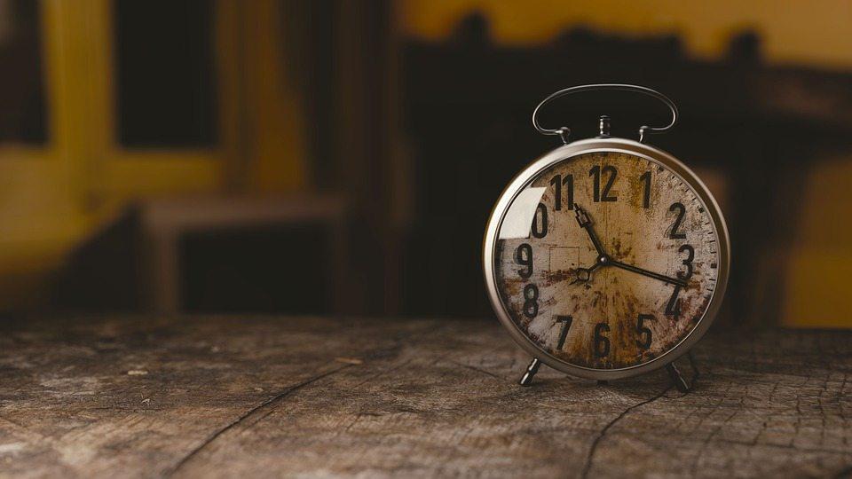 apprendre à dire l'heure en anglais